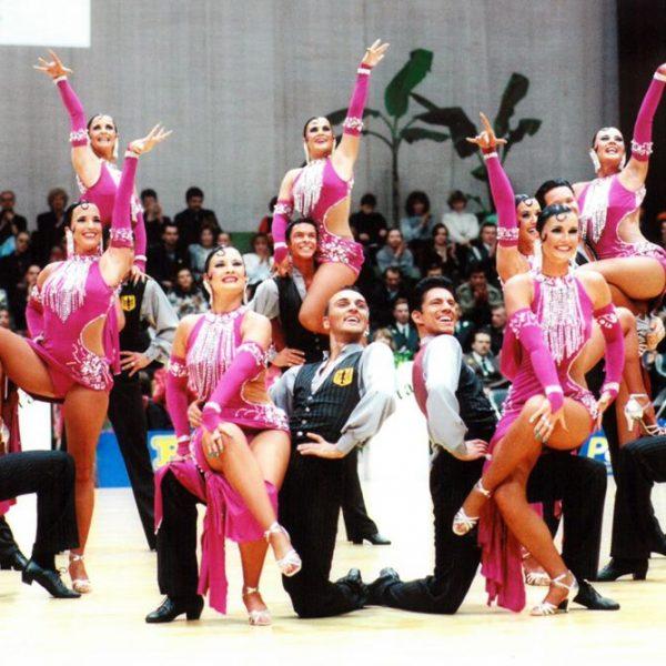 Tänzerinnen und Tänzer der TSG-Formation auf dem Parkett (c) Lothar Scheschonka
