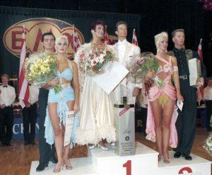 Tänzer auf dem Siegerpodest (c) Lothar Scheschonka