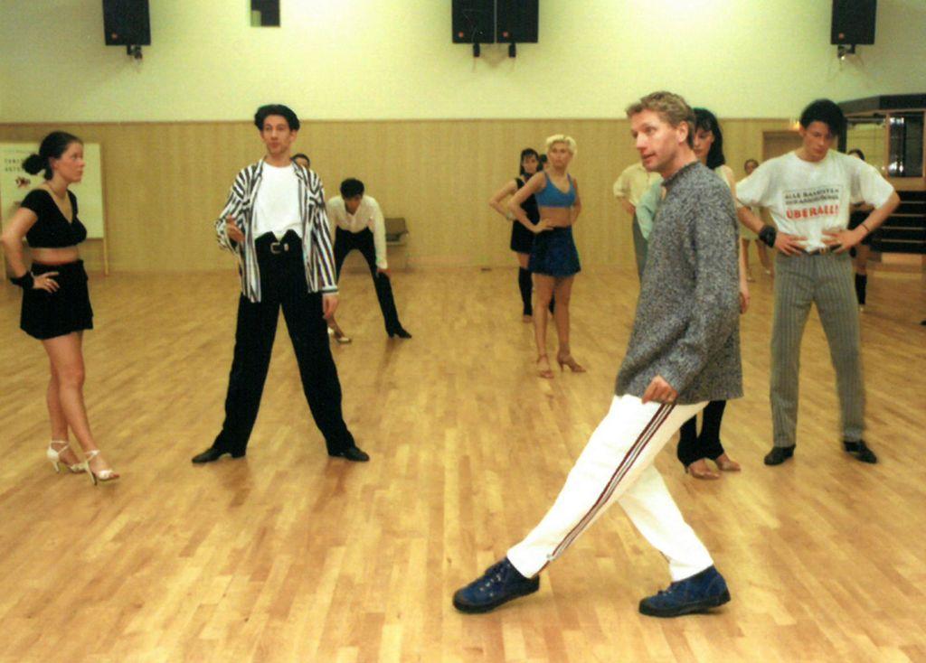 Tanzlehrer Horst Beer beim Training mit der Formation (c) Lothar Scheschonka