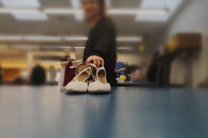 Ein Aberglaube am Theater besagt, dass Schuhe nicht auf dem Tisch stehen dürfen (c) Ilka D'Alessandro