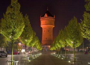 Angestrahlter Wasserturm Geestemünde bei Nacht (c) Helmut Gross