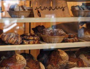 Brot und Brötchen in der Auslage (c) Fiona Brinker
