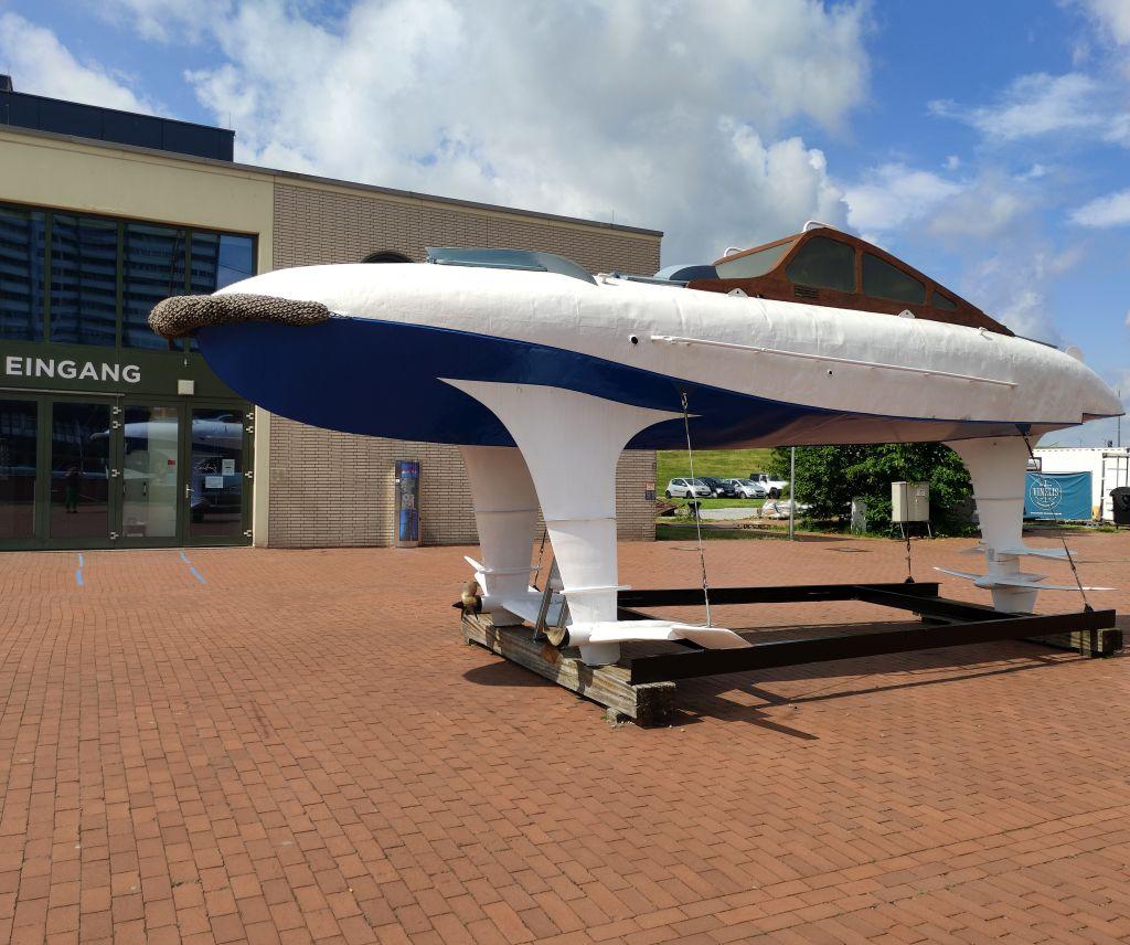 Tragflächenboot an Land (c) Tanja Albert