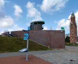 Stele, Schleusenwärterhaus und Simon-Loschen-Leuchtturm (c) Tanja Albert
