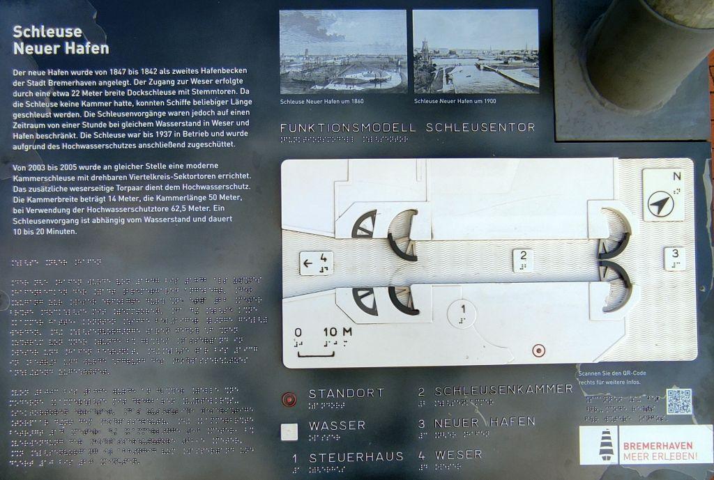 Hinweistafel zur Schleuse Neuer Hafen mit Erklärungen, auch in Braille- und Prismenschrift (c) Tanja Albert