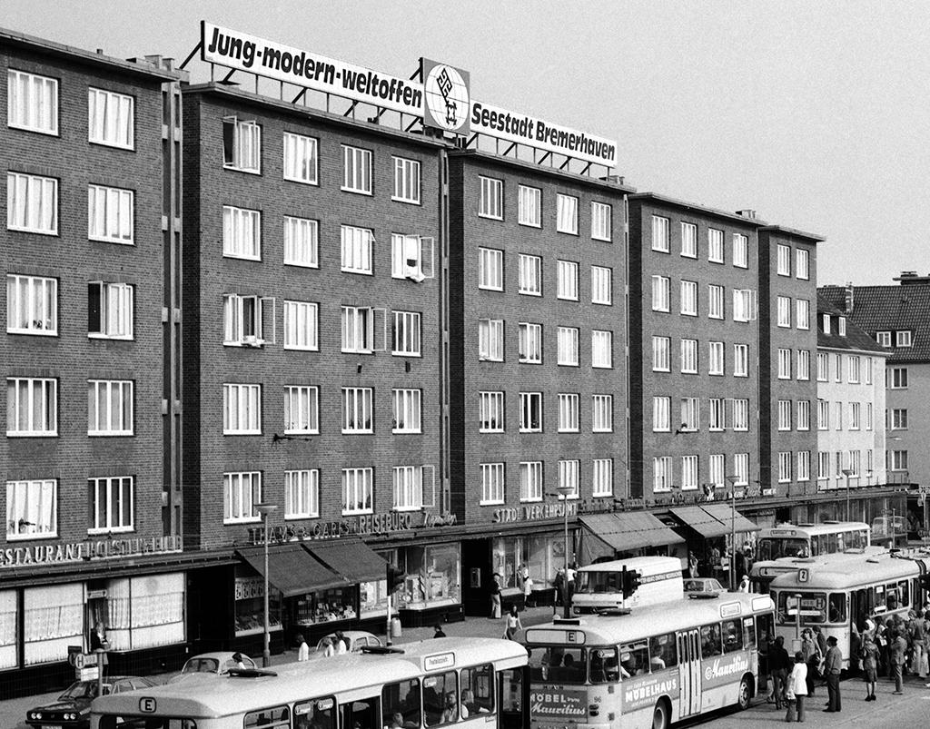 Ein Lebensgefühl als Willkommensgruß: Der Bremerhavener Hauptbahnhof 1975 © Historisches Museum Bremerhaven