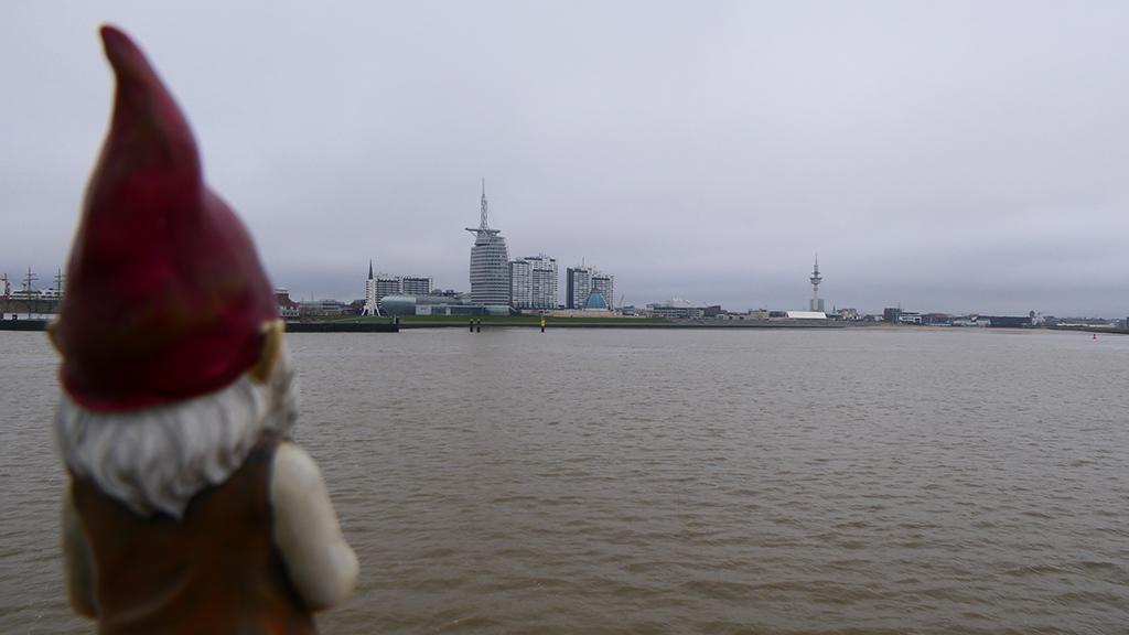 Zwerg Gulliver blickt auf Bremerhaven (c) Cornelia Riml