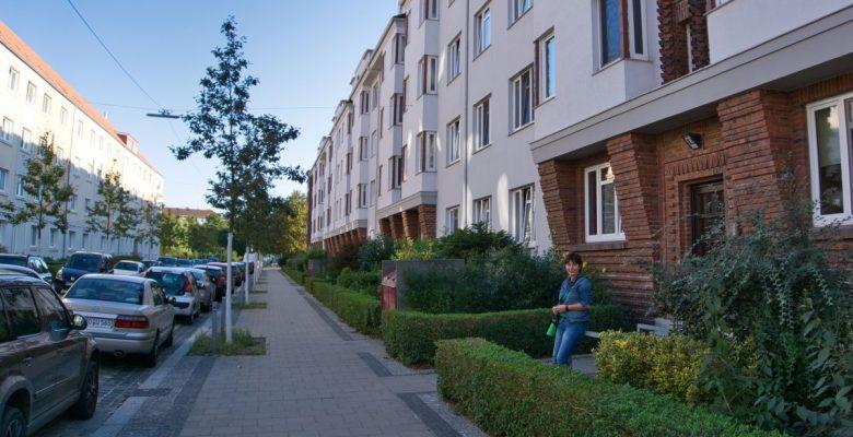Straße mit Häusern links und rechts (c) Andreas Larmann