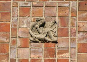 Relief an Hausfassade (c) Andreas Larmann