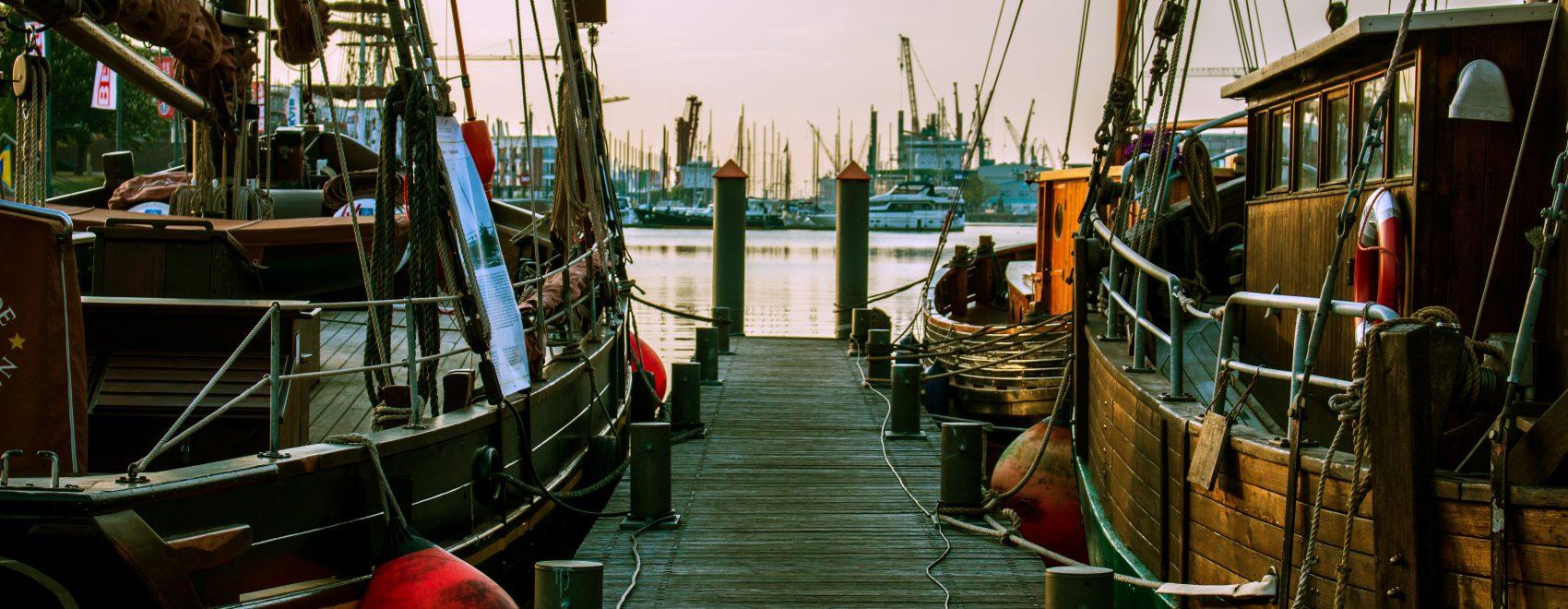 Holzsteg im Neuen Hafen Bremerhaven